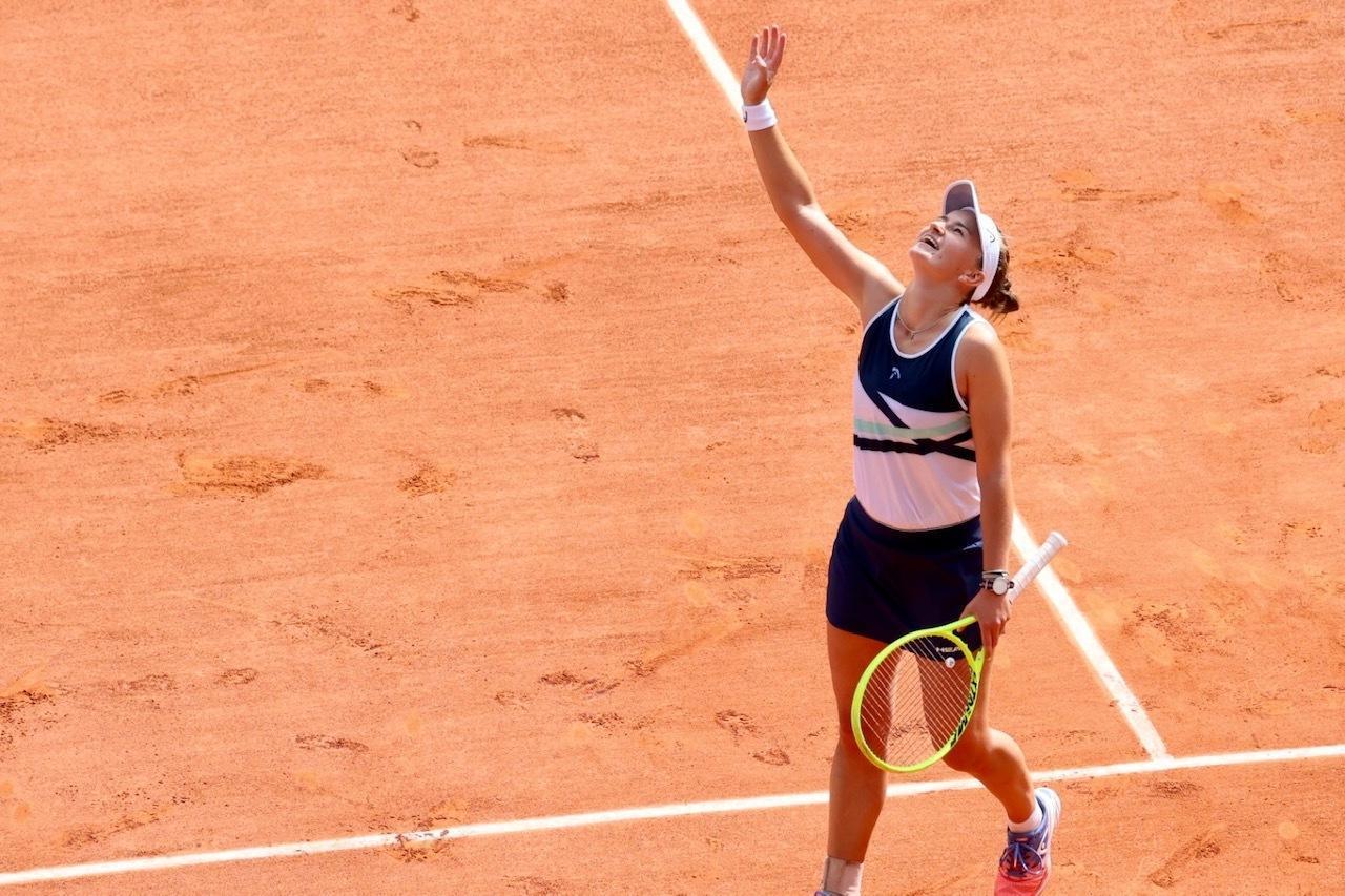 Barbora Krejcikova soulagée de s'être imposée en finale.